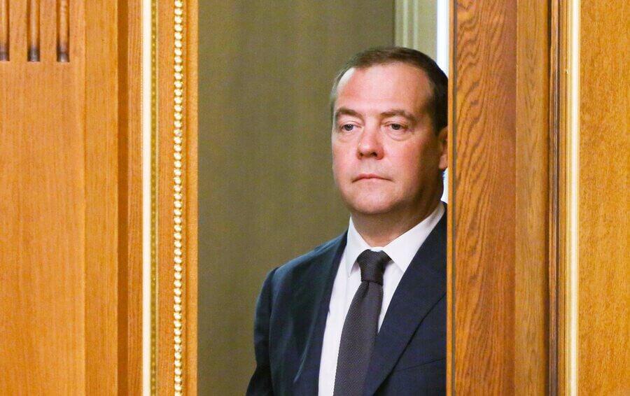 фотографию дмитрия медведева с баяном отметить